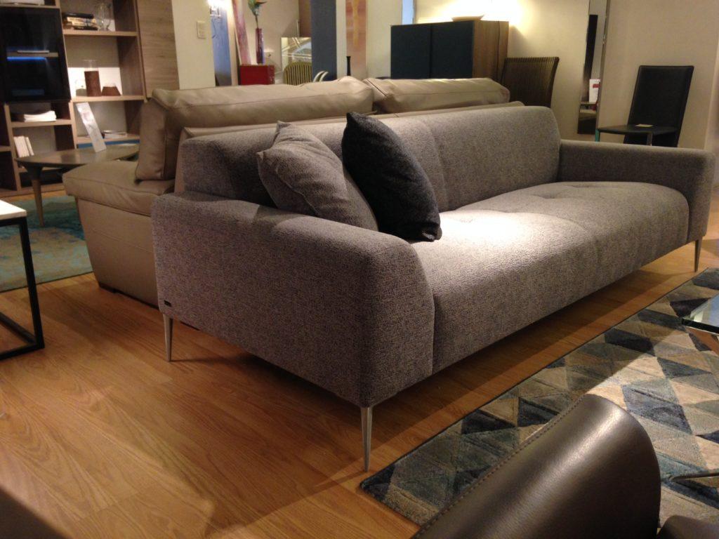 BUROV, une nouvelle signature pour des canapés et fauteuils